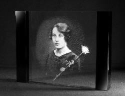 Glazen blackline 2d kristalplaat portret en roos 18x13x2 cm €159,00