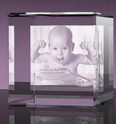 Glazen kubus 2d foto gelaserd 8x8x8 cm € 169,00