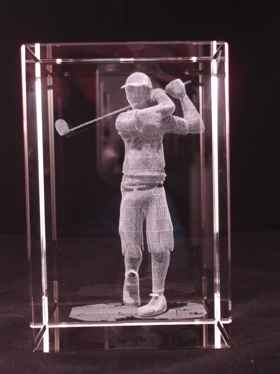 Glazen kubus 3d golfer 12x7x7 cm € 259,00