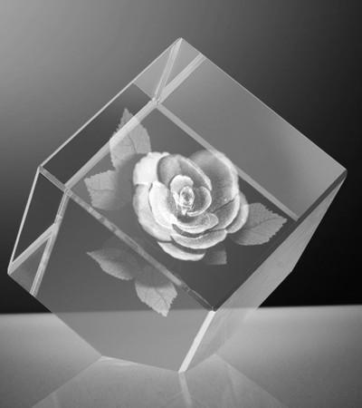 Glazen kubus 3D knoproos 6x6x6 cm. afgevlakt prijs €295,00