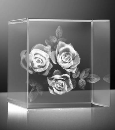 Glazen kubus 3D rozen 3 stuks 10x10x10 cm prijs €375,00