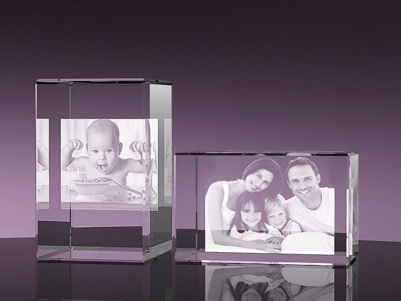 Glazen rechthoek 2d familie foto 7x7x13 cm €179,00
