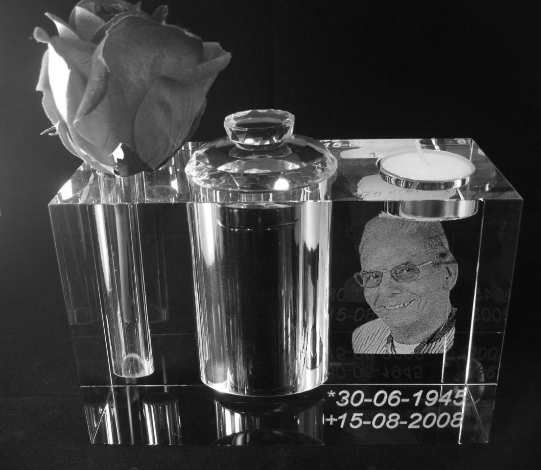 Glazen urn 2d 18x12x8 cm € 419,00