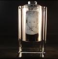 Glazen urn 2d 75x14x75 mm € 295,00
