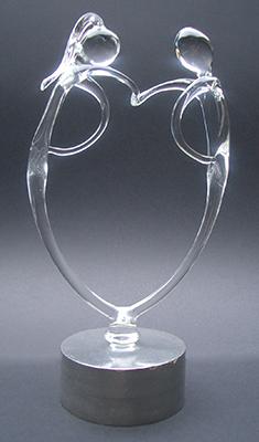 4a-het-hart-4a Het hart als de menselijke schakel. Op een zilvertinnen sokkel met asbestemming € 183,00-de-menselijke-schakel
