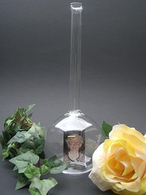 Vaas met foto ter herinnering. Kan met water en bloem gevuld worden € 19,95 (3)