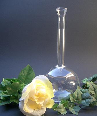 Vaas voor één bloem. Kan met water en bloem gevuld worden € 21,00 (3)