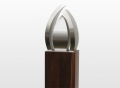 urn-de-drop-met-bogen-symboliseert-de-traan-die-onlosmakelijk-verbonden-is-aan-de-emotie-bij-een-afscheid-50-x-30-x-20-cm-inhoud-7-4-35-liter-_-210000