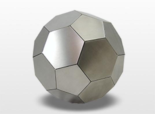 urn-bal-deze-bal-wordt-opgebouwd-uit-facetten-op-deze-facetten-kan-tekst-en-clublogo-worden-gegraveerd-diameter-22-cm-inhoud-48-liter-_-124000