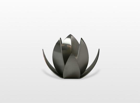 urn-lotus-bestaat-uit-een-drop-urn-met-twee-verspringende-bladerkranzen-hierdoor-ontstaat-een-fraaie-bloem-met-knop-75-x-8-cm-inhoud-005-liter-_-30000