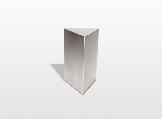 urn-triangle-zijn-drie-vlakken-die-verbonden-zijn-met-elkaar-en-vormen-zo-een-beschutte-ruimte-voor-de-as-van-uw-dierbare-22-x-13-cm-inhoud-16-liter-_-16600
